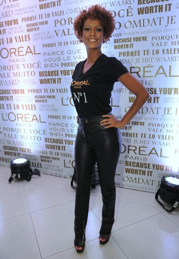 4.fev.2014 - Taís Araújo se encontrou com Grazi Massafera e Isabeli Fontana em um evento promovido por uma marca de cosméstico, em São Paulo
