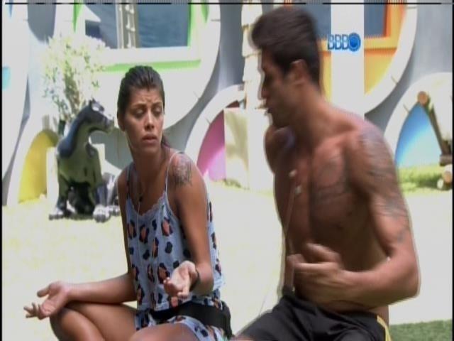 5.fev.2014 - Franciele e Diego discutem por causa da louça da Sibéria