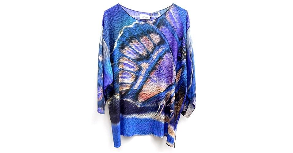 Blusa ampla com estampa de borboleta; R$ 596, na Alessa (www.alessa.com.br) Preço pesquisado em janeiro de 2014 e sujeito a alterações