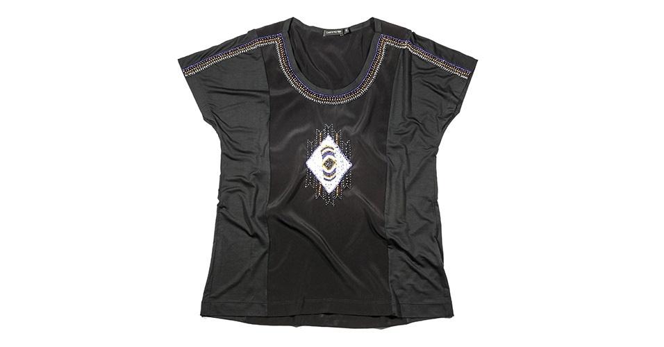 Blusa preta bordada; R$ 315, na Cavendish (www.cavendish.com.br) Preço pesquisado em janeiro de 2014 e sujeito a alterações