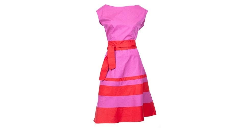 Vestido godê rosa e vermelho com laço na cintura; R$ 670, na Maria Manuela (www.mariamanuela.net) Preço pesquisado em janeiro de 2014 e sujeito a alterações