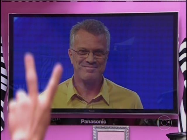 6.fev.2014 - Bial fala com os confinados e anuncia Prova do Líder