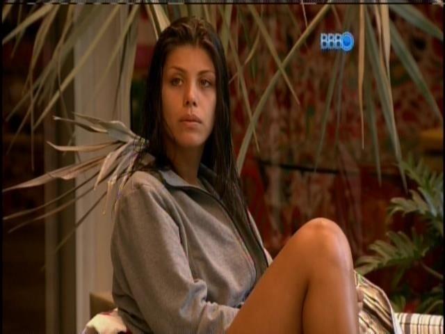 6.fev.2014 - Franciele conversa com Letícia sobre Diego