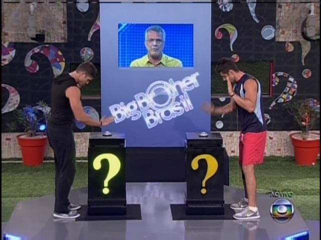 6.fev.2014 - Roni e Marcelo disputam pergunta final