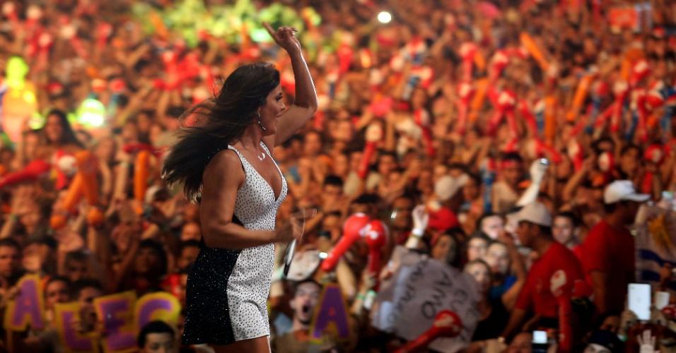 7.fev.2014 - Ivete Sangalo agita o público do Festival Planeta Atlântida, que acontece na sede campestre da Saba, na praia de Atlântida, em Xangri-Lá, no Litoral Norte do Rio Grande do Sul