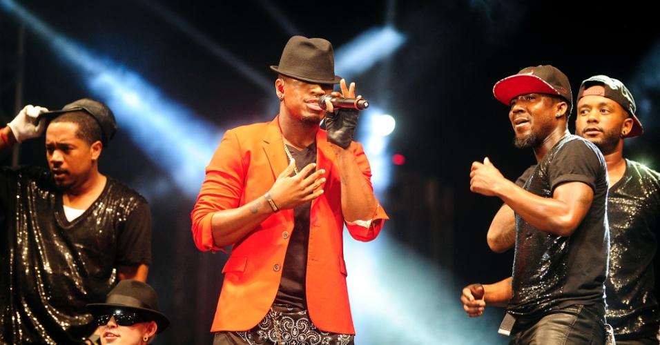 7.fev.2014 - O Cantor internacional Ne-Yo se apresenta no palco principal do Festival Planeta Atlântida, que acontece na sede campestre da Saba, na praia de Atlântida, em Xangri-Lá, no Litoral Norte do Rio Grande do Sul