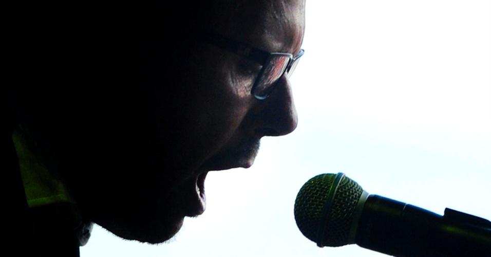 08.fev.2014 - A banda Cidadão Quem se apresenta no Festival Planeta Atlântida, que acontece na sede campestre da Saba, na praia de Atlântida, em Xangri-Lá, no Litoral Norte do Rio Grande do Sul