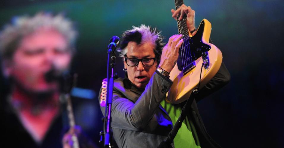 08.fev.2014 - O guitarrista Noodles durante show do Offspring no Planeta Atlântida, que acontece na sede campestre da Saba, na praia de Atlântida, em Xangri-Lá, no Litoral Norte do Rio Grande do Sul