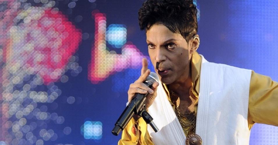 30.jun.2011 - O cantor Prince durante show no Stade de France em Saint-Denis, Paris
