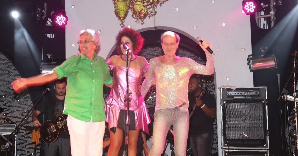 8.fev.2014 - No evento Pipoca Moderna, Marcia Castro se apresenta em Salvador com a presença dos cantores Otto, Caetano Veloso e  Ney Matogrosso