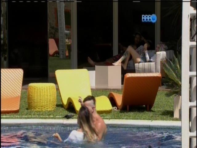 10.fev.2014 - Letícia não fica chateada com Junior