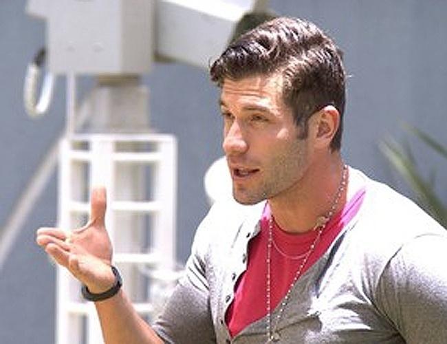 10.fev.2014 - Roni discute com Tatiele e diz que a miss não tem educação