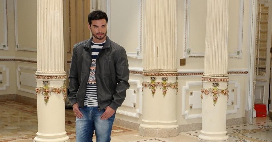 10.fev.2014 - Sidney Sampaio fez ensaio para um catálogo de roupas no Palácio dos Cedros, em São Paulo