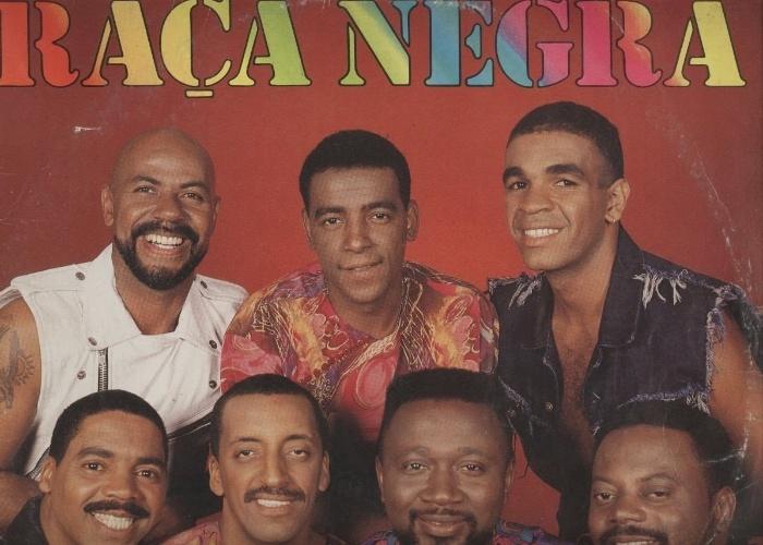 """Raça Negra ::  Megahits: """"Cheia de Manias"""", """"Deus Me Livre"""", """"Cigana"""" e """"É Tarde Demais"""""""