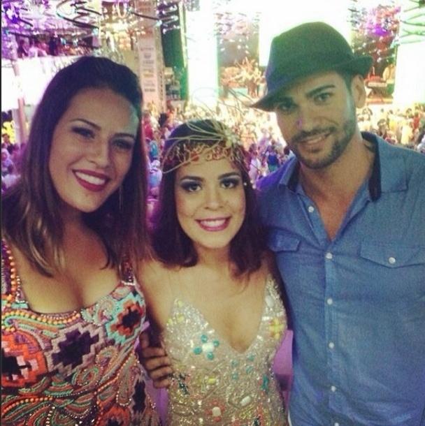 08.fev.2014 - Bella publica foto com Princy e Rodrigo e escreve: