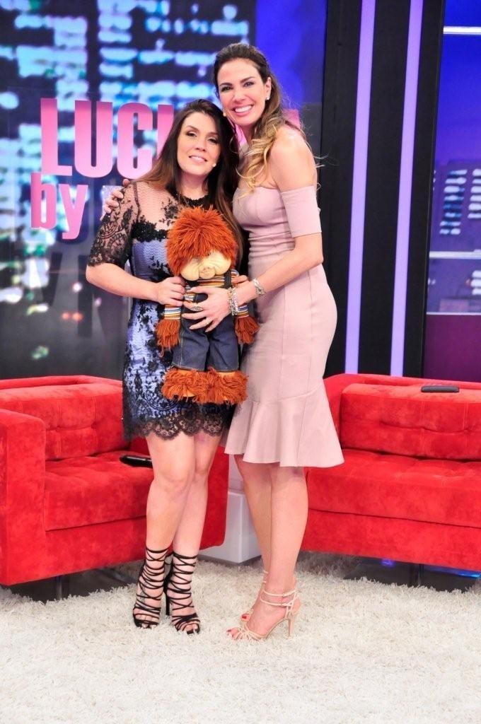 Luciana Gimenez recebe Simony em seu programa