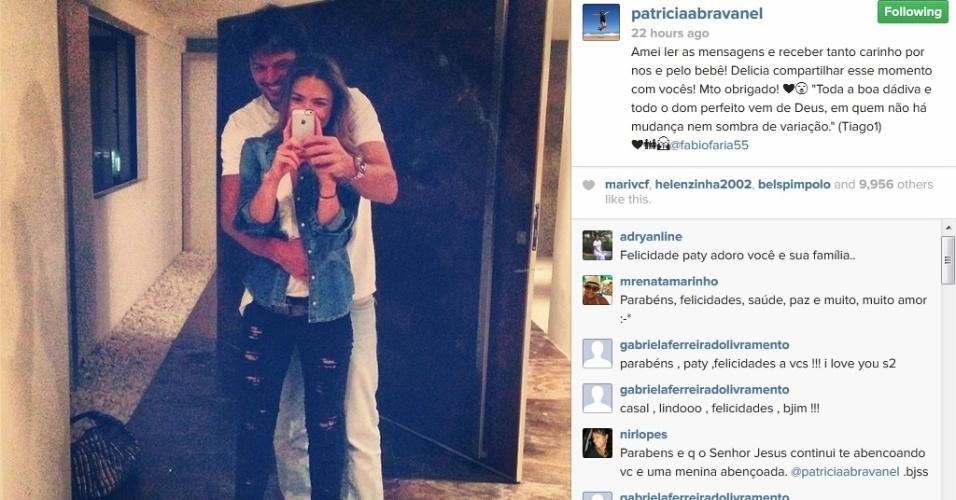 11.fev.2014 - Ao lado de Fábio Faria, Patrícia Abravanel agradece carinho dos seguidores por sua gravidez
