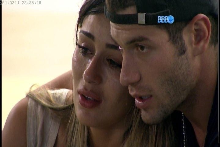 11.fev.2014 - Letícia chora após eliminação de Junior: