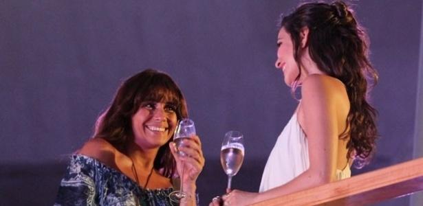"""""""Em Família"""", Marina convida Clara para jantar em sua casa"""