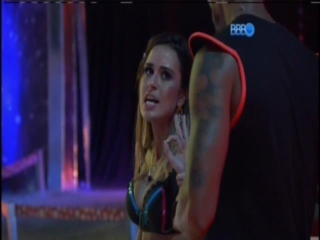 Letícia x Valter, quando o rapper encostou a mão nela