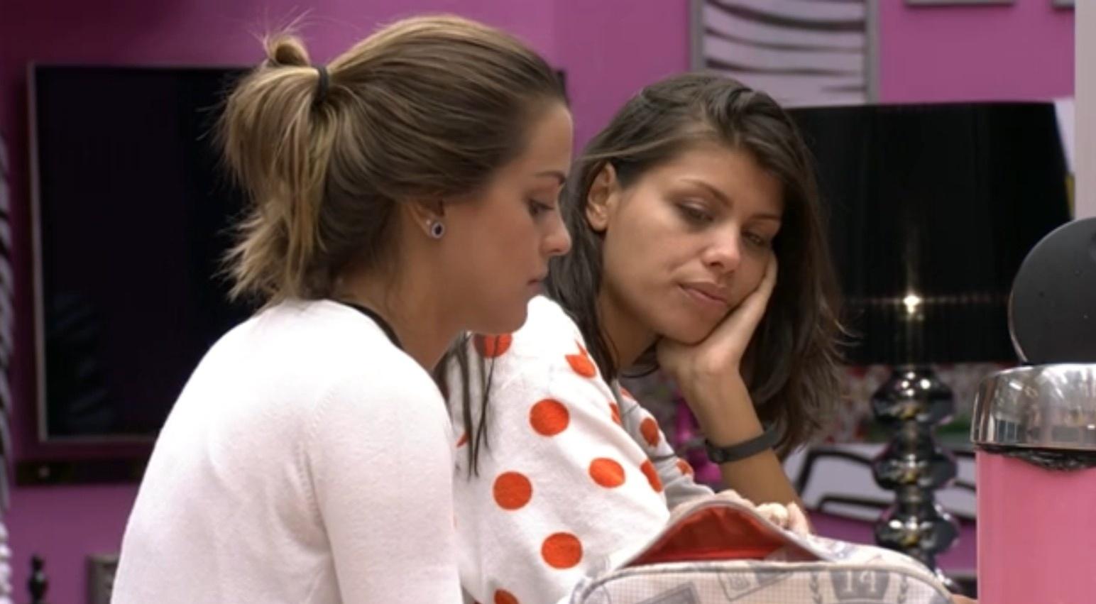 14.fev.2014 - Angela e Franciele acham que são alvo da líder Clara