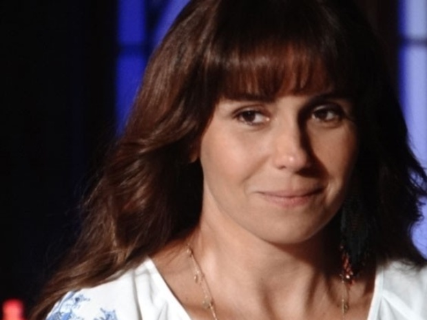 "14.fev.2014 - ""Em Família"", Clara aceita posar para Marina"
