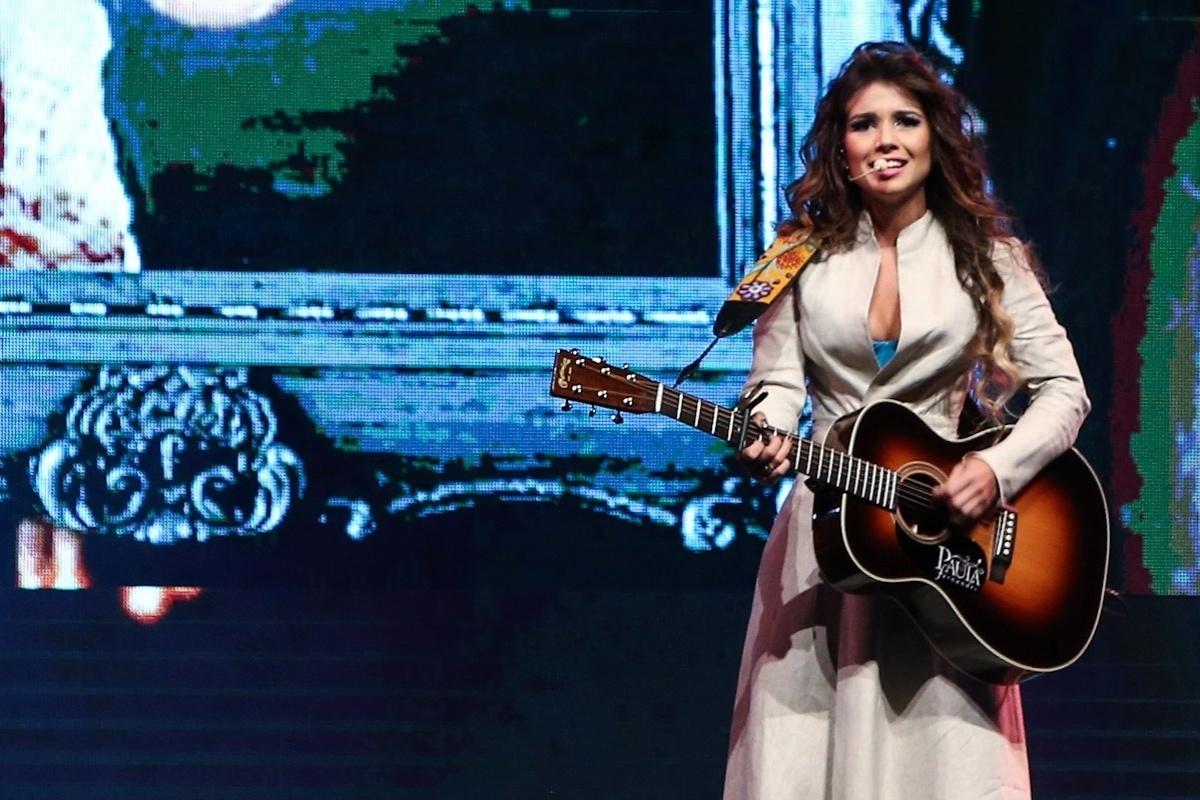 14.fev.2014 - Paula Fernandes na primeira apresentação de seu novo show da turnê