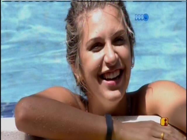 14.fev.2014 - Tatiele soletra 'ostentação' com H