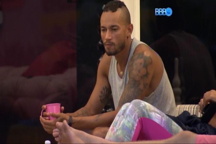 14.fev.2014 - Valter Slim critica Carla Perez e diz que ela