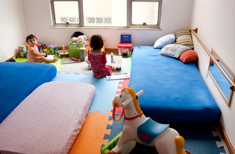 Sem berço, quarto que estimula a autonomia tem tudo ao alcance da criança  G