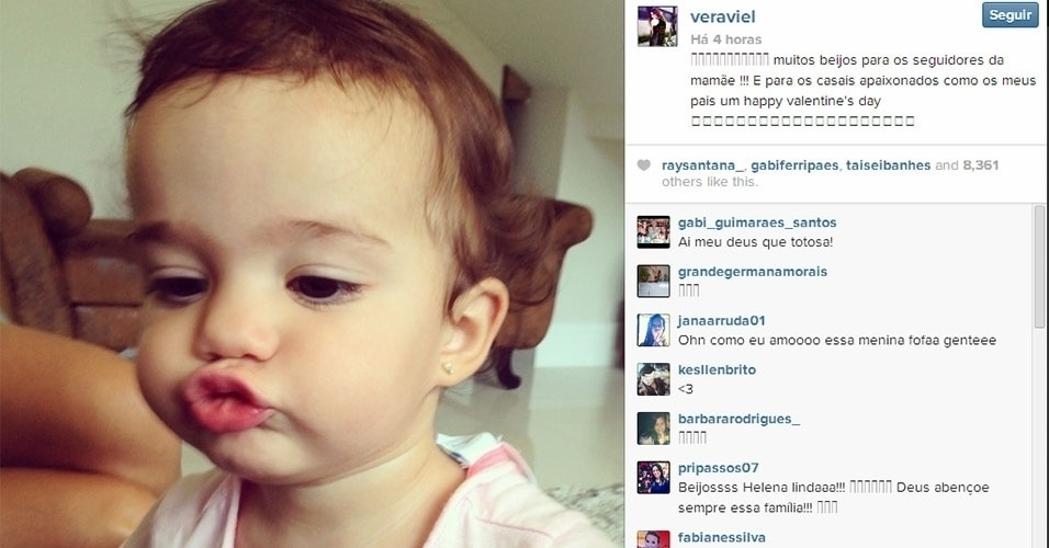 Vera Viel postou em seu Instagram uma foto da filha Helena, de 1 ano, mandando um beijo para seus seguidores