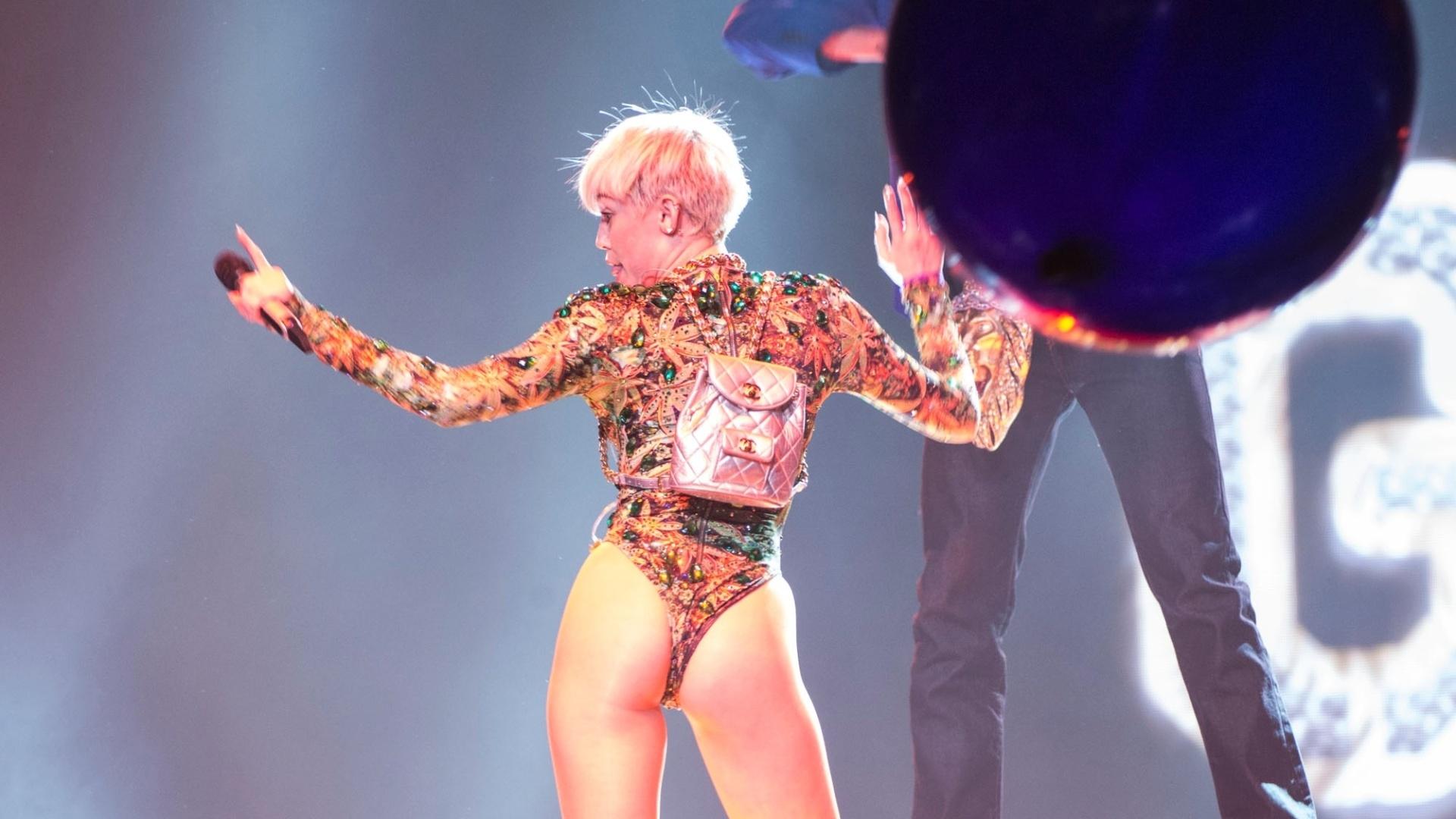 15.fev.2014 - A cantora Miley Cyrus estreou a turnê