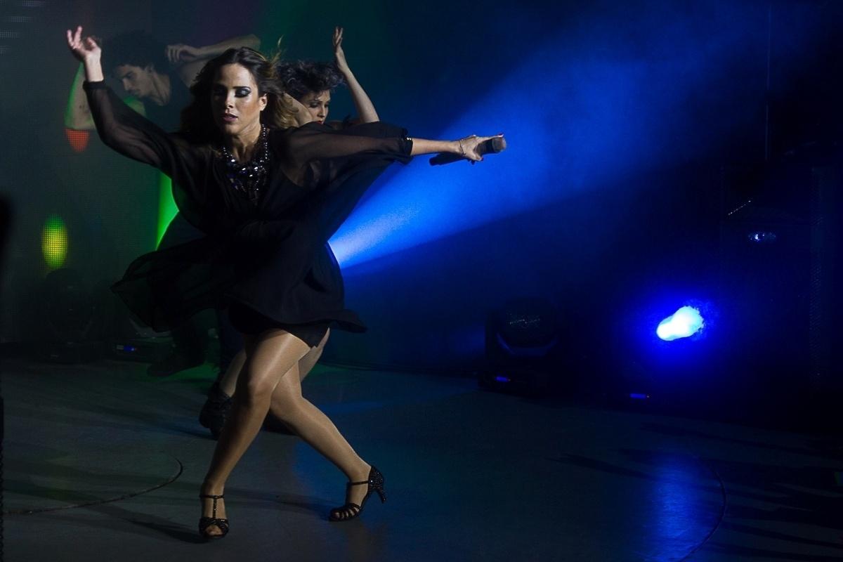 15.fev.2014 - Grávida de seu segundo filho, a cantora Wanessa apresentou sua DNA Tour no palco do clube gay Blue Space, na zona oeste de São Paulo