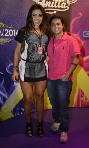 15.fev.2014 - Thammy Miranda e a namorada, Andressa Ferreira, no show de gravação do 1º DVD da cantora Anitta. Com o tema