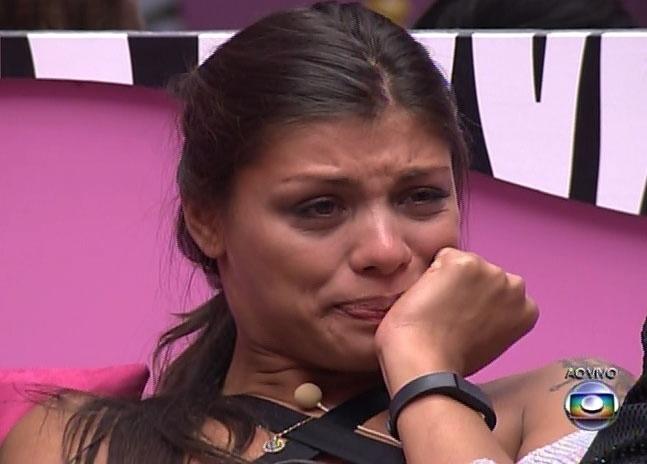 16.fev.2014 - Durante programa, Diego revela que está no paredão por ter atendido o Big Fone; Fran chora com a notícia