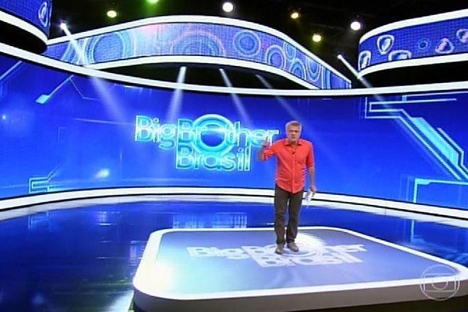 16.fev.2014 - Pedro Bial inicia a edição de domingo