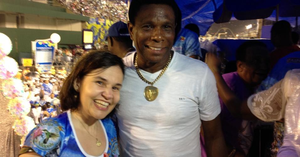 17.fev.2014 - Claudia Rodrigues participou do ensaio técnico da Beija-Flor neste domingo, no sambódromo, no Rio. A atriz tietou Neguinho da Beija-Flor, puxador da escola