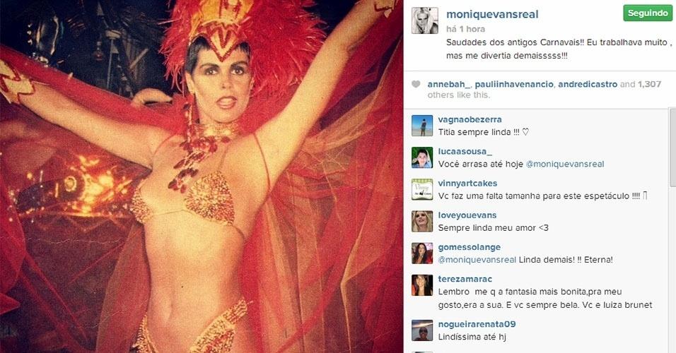 17.fev.2014 - Monique Evans posta foto antiga no Carnaval