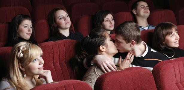 Segundo estudo, assistir a esse tipo de filme tem efeito semelhante à terapia de casal