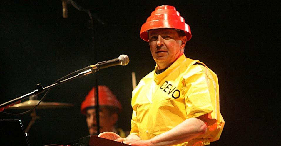 10.nov.2011 - Bob Casale durante apresentação do Devo no palco principal do festival Planeta Terra