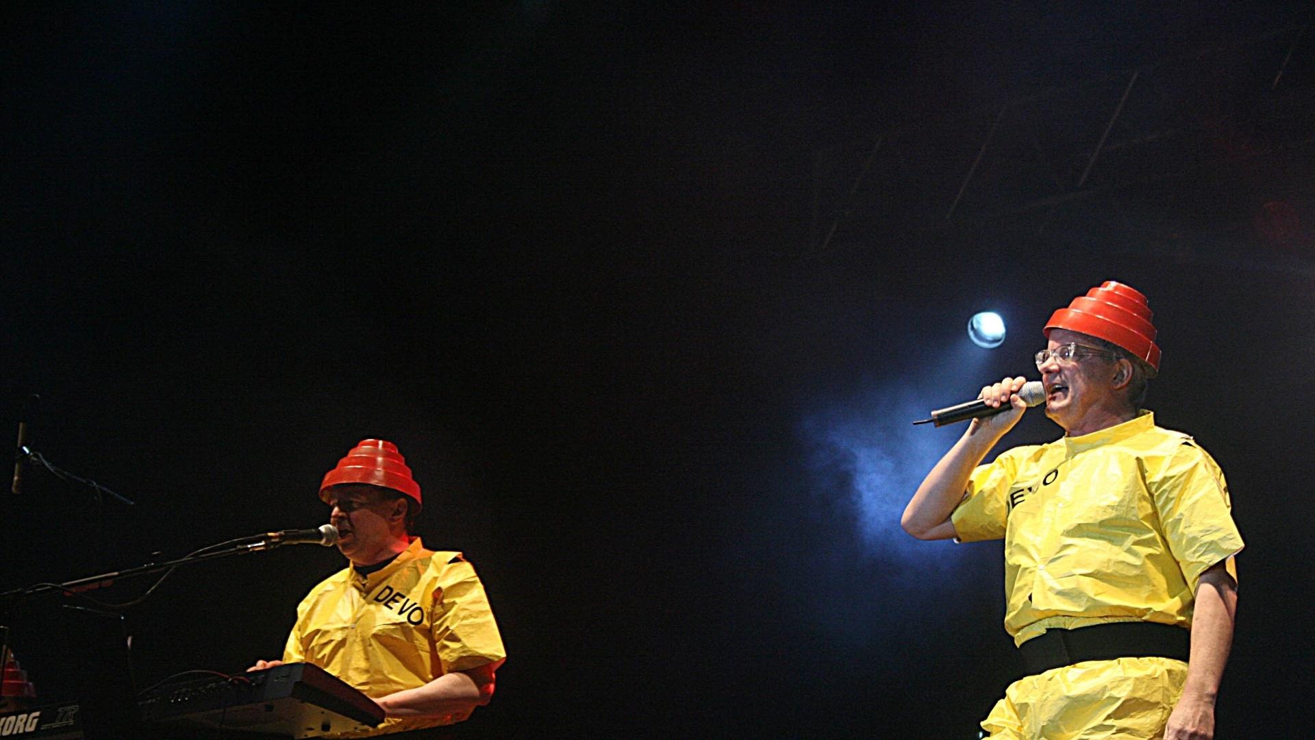 10.nov.2007 - Bob Casale (esq.) e Mark Mothersbaugh durante apresentação do Devo no palco principal do festival Planeta Terra