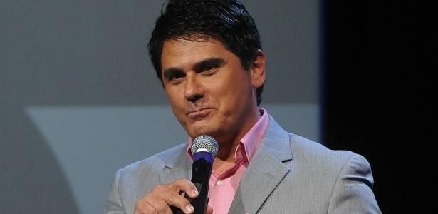 "César Filho deixa bastidores de ""Festival Sertanejo"" sem entrevistar Paula Fernandes"