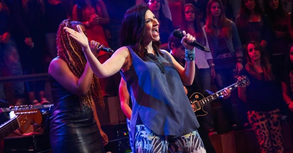 """18.fev.2014 - Laura Pausini participa do programa """"Altas Horas"""""""