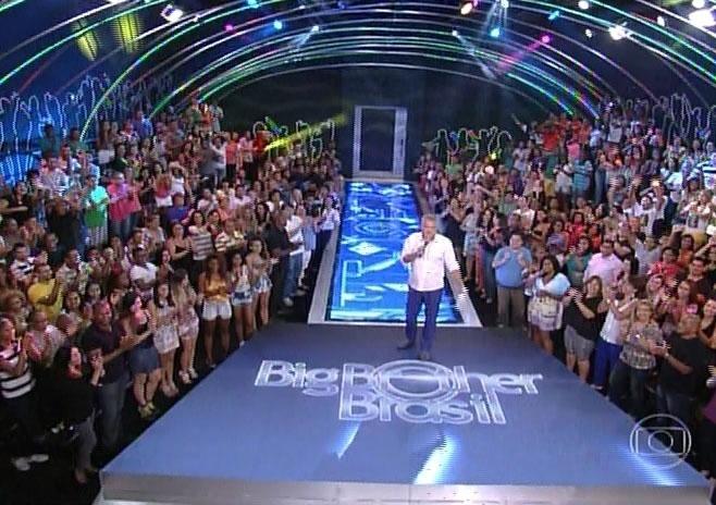 18.fev,2014 - Pedro Bial inicia a edição, que irá eliminar o novo participante do programa