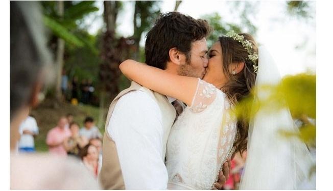 1.fev.2014 - Giselle Itié casou com mesmo vestido de noiva que sua mãe usou em 1980