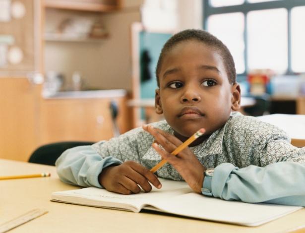 Para ter TDAH, é preciso que os sinais estejam presentes em mais de um ambiente, como casa e escola