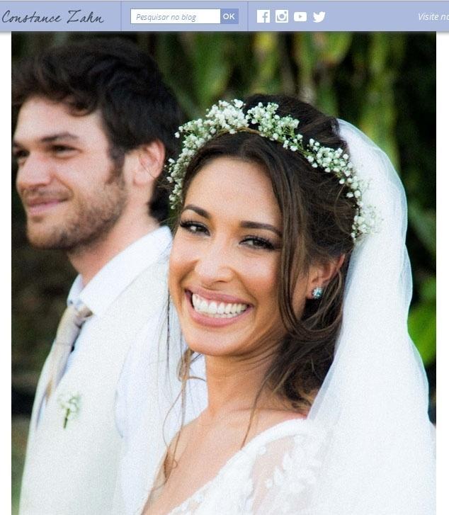 1º.fev.2014 - Giselle e Emílio estavam radiantes na cerimônia que aconteceu na praia, um sonho antigo da atriz