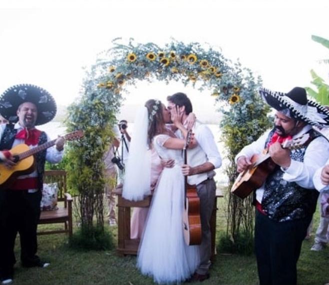 1.fev.2014 - Giselle Itié casou com o mesmo vestido de noiva que sua mãe usou em 1980