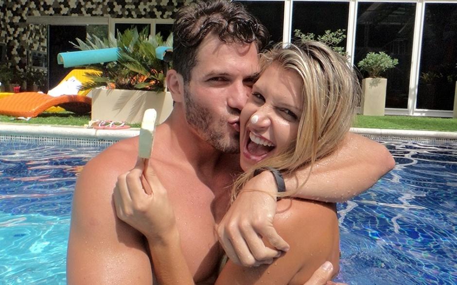 18.fev.2014 - É o amor! Roni dá um beijo gostoso em Tatitele