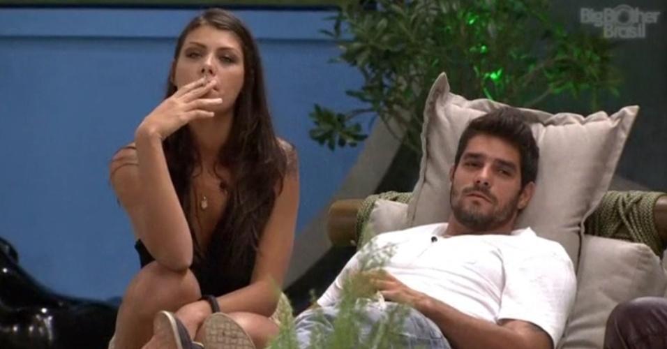 18.fev.2014 - Diego conta para Franciele e Cássio que sonhou com retorno de Junior ao programa. O diretor Boninho anunciou que um participante terá uma